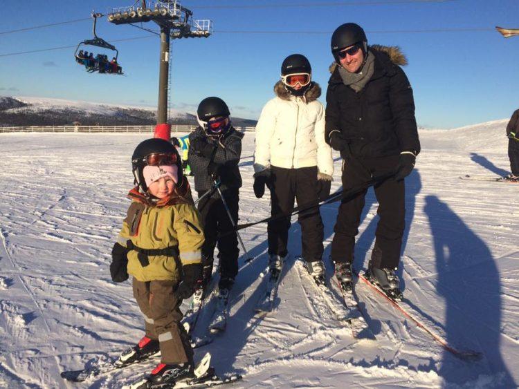 Ludde provar snowboard i Hundfjället